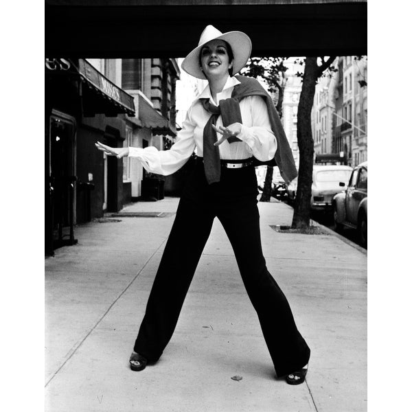 Shop Liza Minnelli wearing a trilby on a sidewalk Photo Print - Free  Shipping On Orders Over  45 - Overstock.com - 25386921 648254af4a1