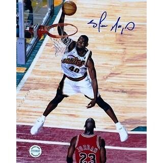 Shawn Kemp signed Seattle SuperSonics 8X10 Photo (white jersey front vs Michael Jordan)