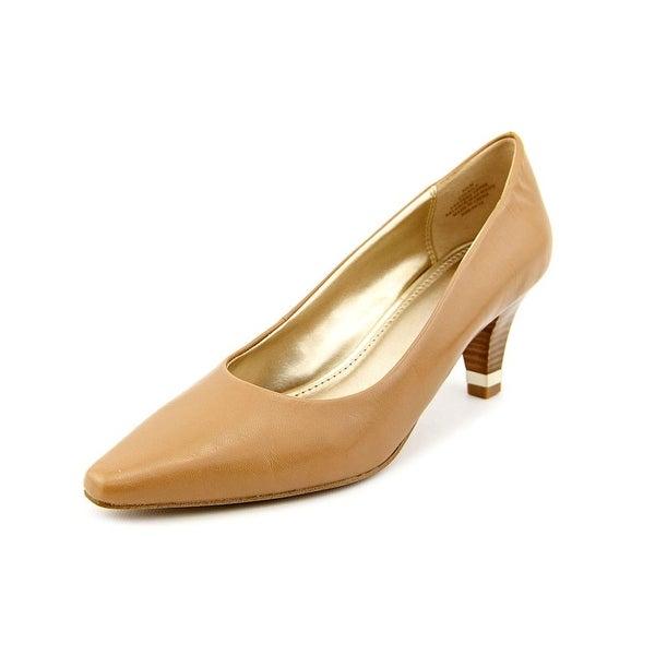 Circa Joan & David Daily   Pointed Toe Leather  Heels