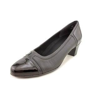 Munro American Jillian Women N/S Round Toe Leather Heels