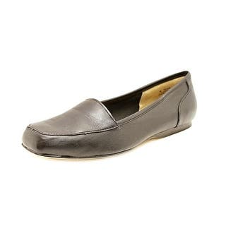 Array Freedom SS Round Toe Leather Loafer|https://ak1.ostkcdn.com/images/products/is/images/direct/6c5e31b9ce42f9e4528dc1459fc4b4f745672555/Array-Freedom-Women-SS-Round-Toe-Leather-Black-Loafer.jpg?impolicy=medium