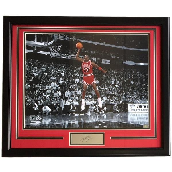 la meilleure attitude fd41a 23356 Michael Jordan Framed 16x20 Spotlight Dunk Photo w/ Laser Engraved Signature