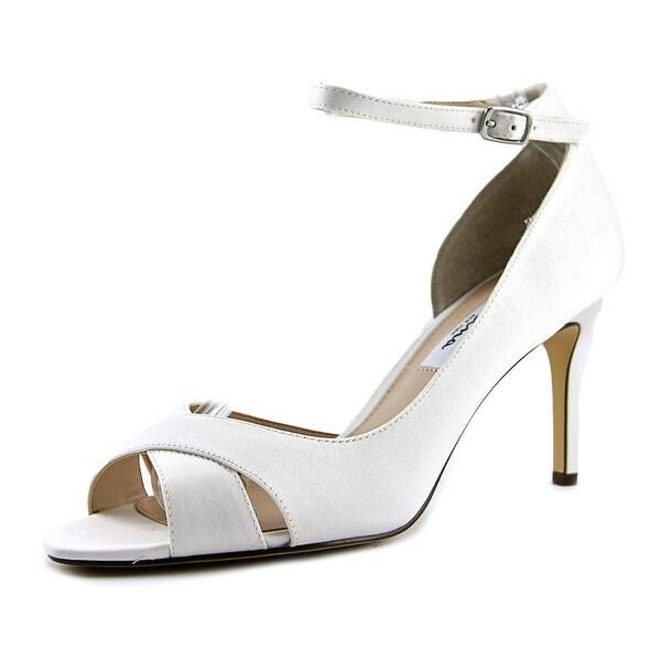 Nina Flo Women Ivory Sandals