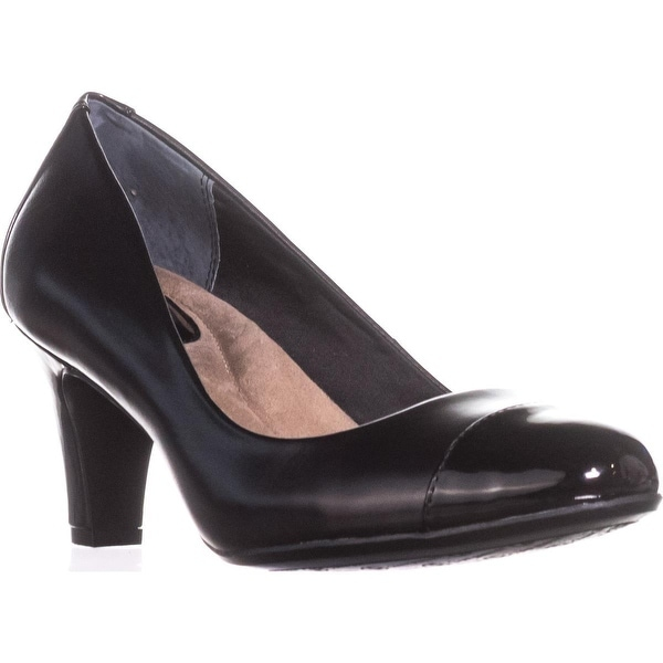 GB35 Riyla Round-Toe Pumps, Black