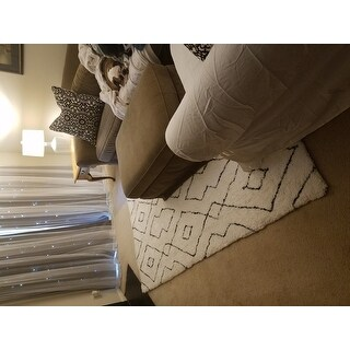 nuLOOM White Handmade Soft and Plush Diamond Lattice Shag Area Rug
