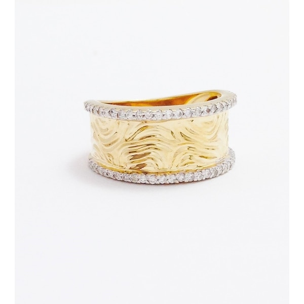 14K YELLOW GOLD HAMMERED LOOK RING WITH DIAMONDS
