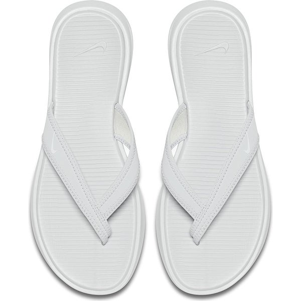 74543ff72 Nike Womens Celso Thong Plus Sandal (Pure Platinum/White) - pure platinum/