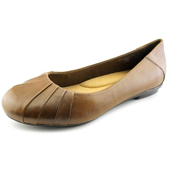 Earth Bellwether Women Round Toe Leather Tan Flats