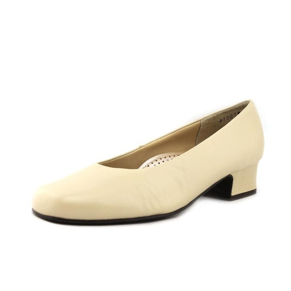 Mark Lemp By Walking Cradles Callie Women Winter White Pumps