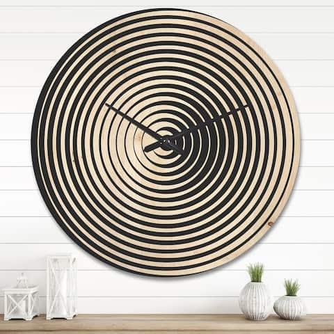 Designart 'Black and White Optical Illusion ' Modern Wood Wall Clock