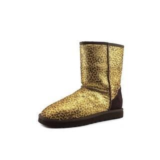 Ugg Australia Classic Short Calf Hair Round Toe Suede Snow Boot https://ak1.ostkcdn.com/images/products/is/images/direct/7b2e6b65f1e1e342e0bd76da7a8599affd613155/Ugg-Australia-Classic-Short-Calf-Hair-Women-Round-Toe-Suede-Brown-Snow-Boot.jpg?impolicy=medium