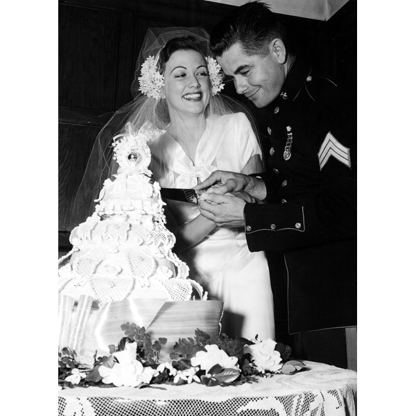 c98844b924 Eleanor Powell And Top Sergeant Glenn Ford Cut Their Wedding Cake After  Tying The Knot History