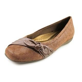 Trotters Suki N/S Square Toe Leather Flats