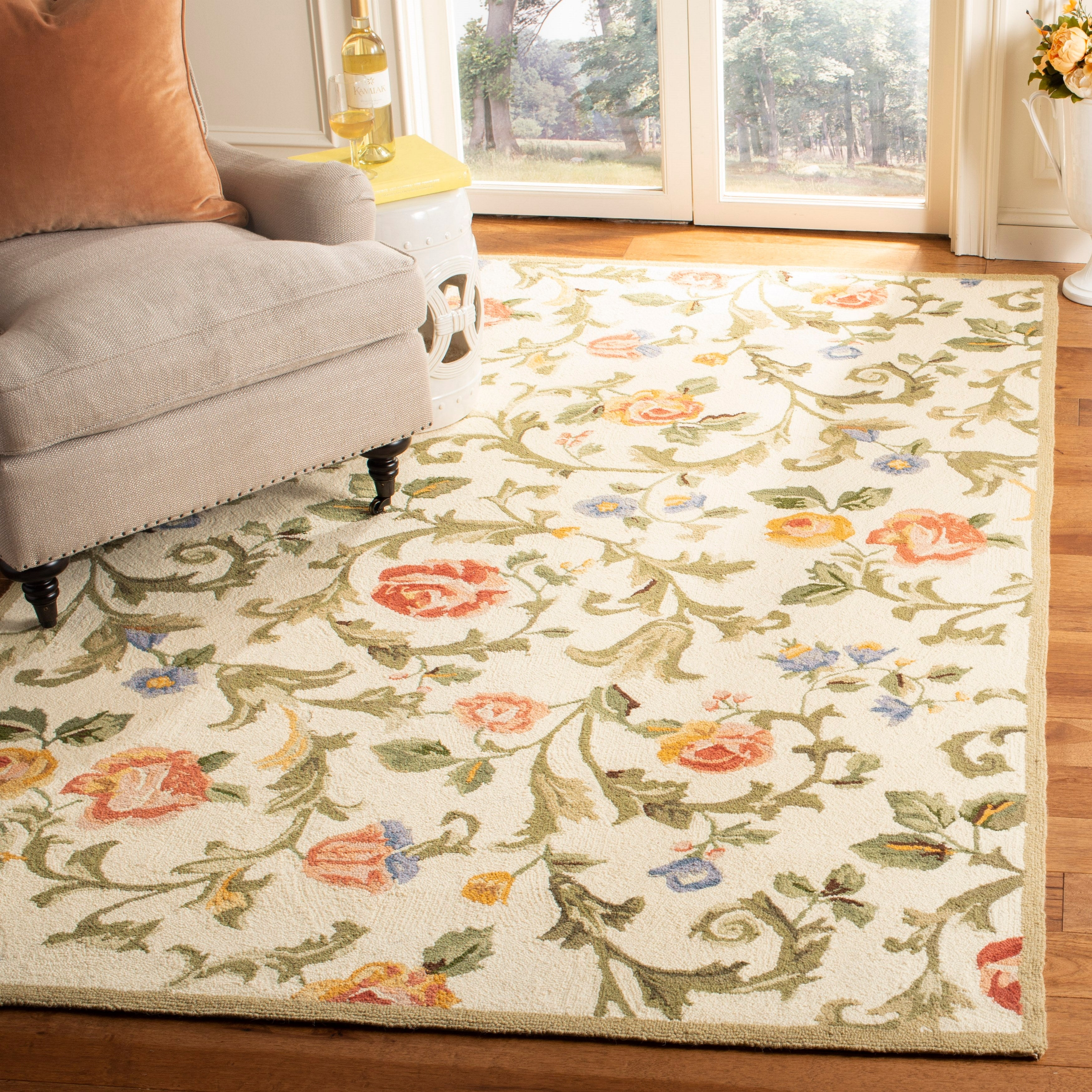 Link to Safavieh Hand-hooked Chelsea Kanisha Country Oriental Wool Rug Similar Items in Shabby Chic Rugs