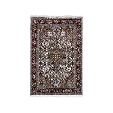 "Shahbanu Rugs Ivory Tabriz Mahi Wool and Silk Fish Medallion Design Hand Knotted Fine Oriental Rug (4'1"" x 6'2"") - 4'1"" x 6'2"""