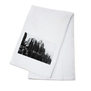Black Hills Forest, South Dakota - Harney Peak Look-out Station - Vintage Photograph (100% Cotton Towel Absorbent)