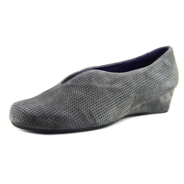 Vaneli Mango Women W Round Toe Suede Gray Loafer