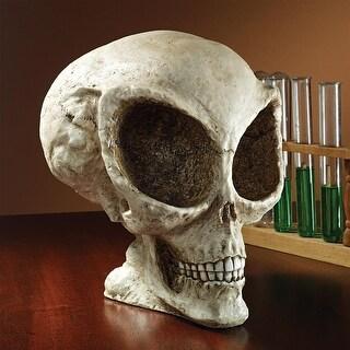 Design Toscano Halloween  Extra-Terrestrial Alien Skull Statue