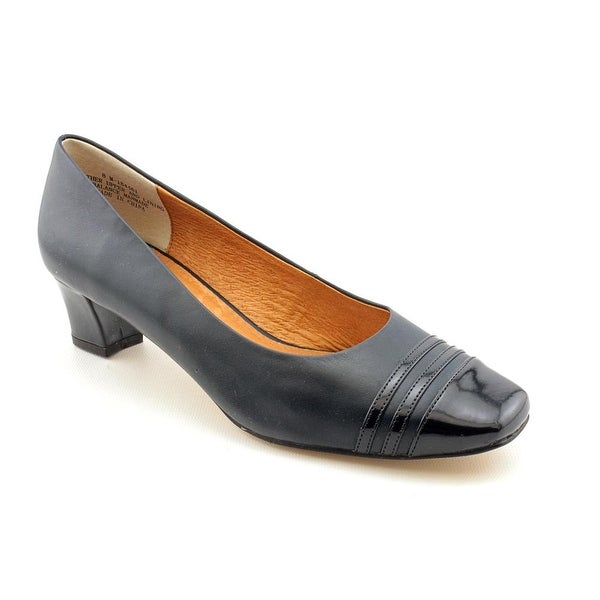 Auditions Classy Navy Pumps