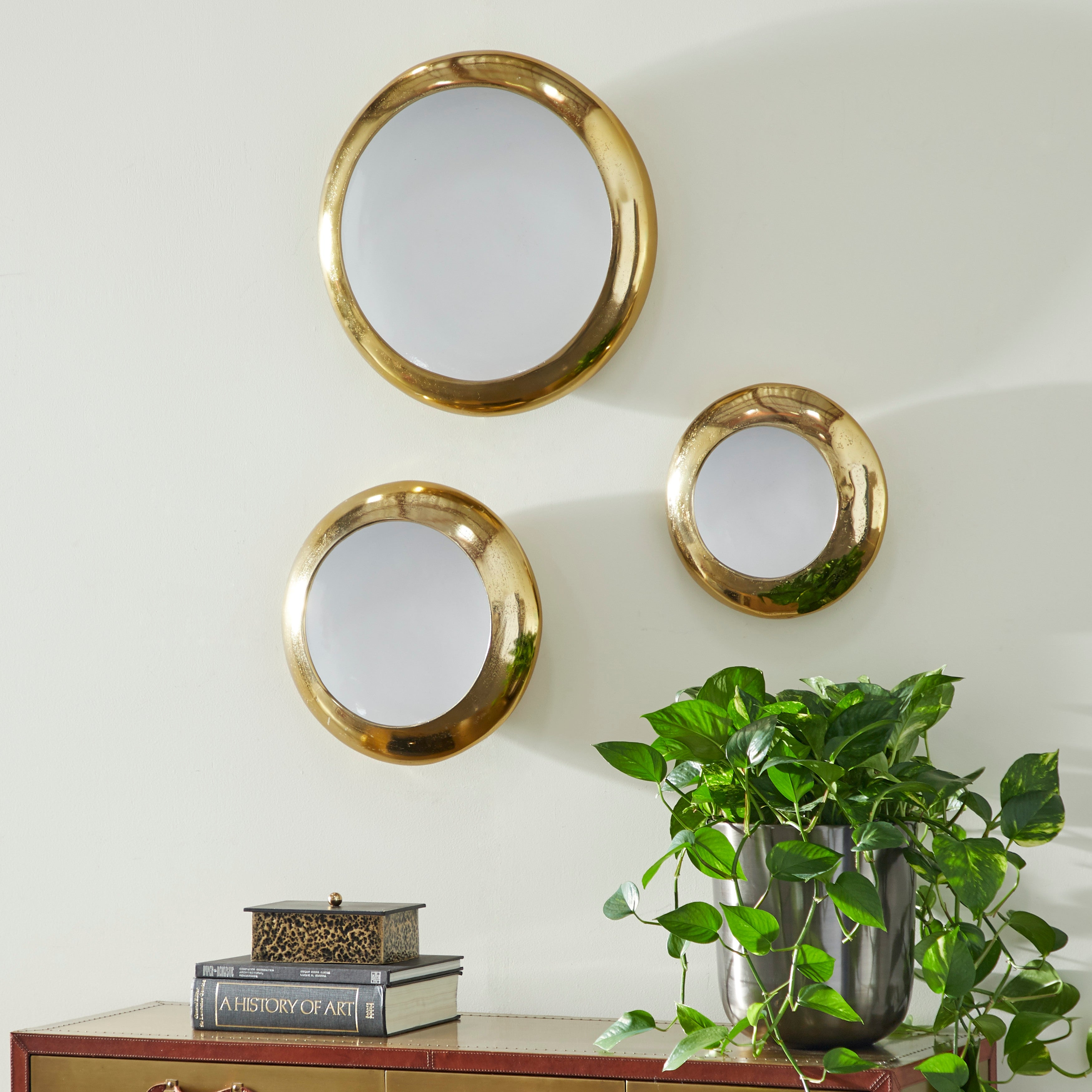 Metallic Gold And White Round Metal Plate Wall Decor Set Of 3 19 15 12 On Sale Overstock 32114535