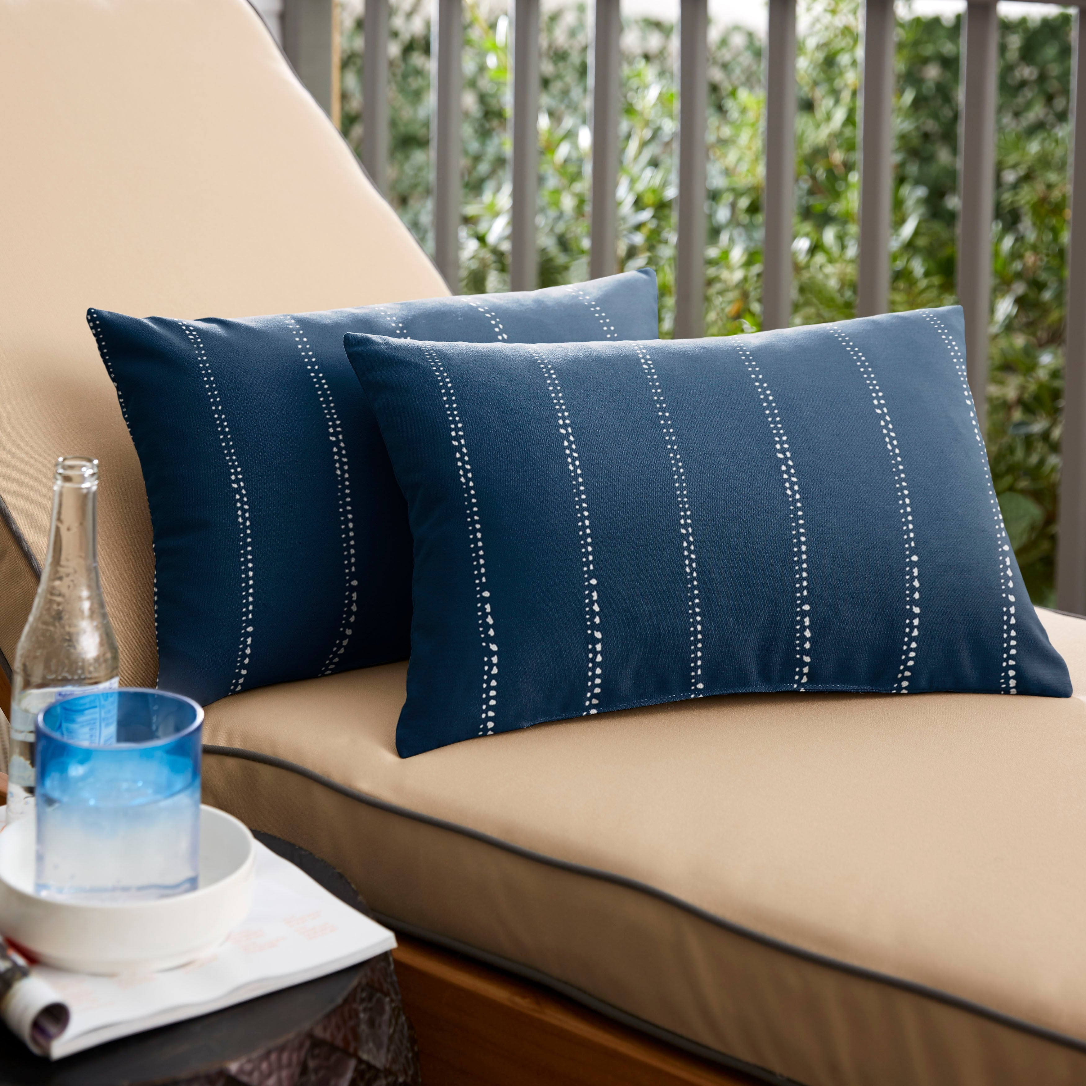 Caldwell Iii Navy Dotted Stripes Indoor Outdoor Knife Edge Throw Pillow Set Of 2 Overstock 14720180