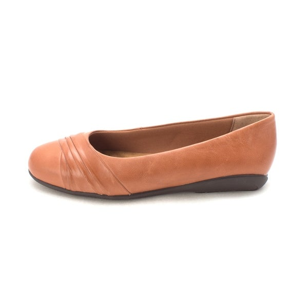 9cbd930574 Shop Walking Cradles Womens flick Closed Toe Slide Flats - Free ...