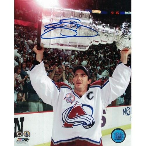 Joe Sakic Autographed Colorado Avalanche 8x10 Photo Lifting Cup