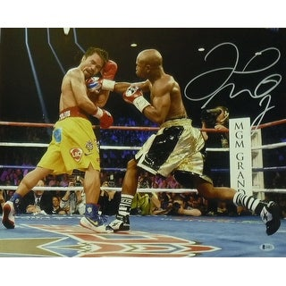 Floyd Mayweather Autographed 16x20 Photo vs Pacquiao BEC PSM