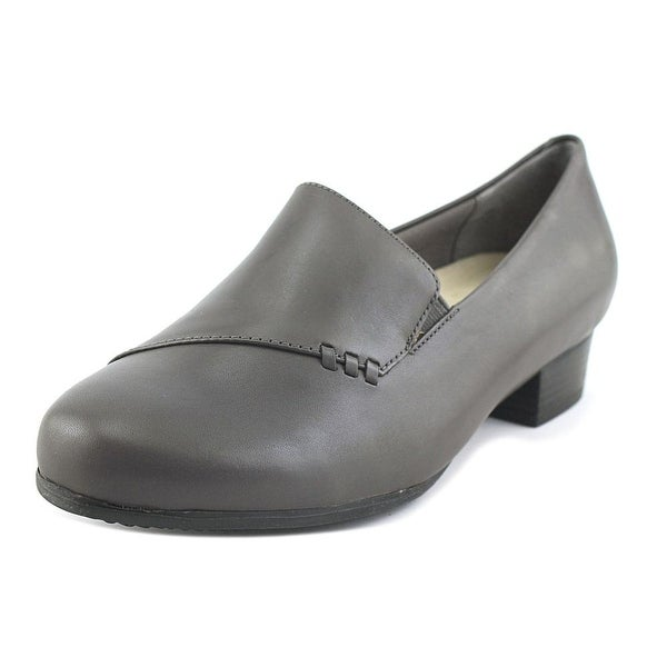 Trotters Moment Women W Round Toe Leather Gray Heels