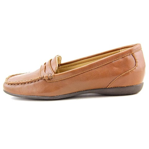 Trotters Womens Francie Closed Toe Loafers