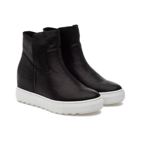 J/Slides Posh Leather Sneaker