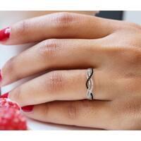 Prism Jewel 0.15Ct Round Black & White Natural Diamond Twisted Anniversary Ring