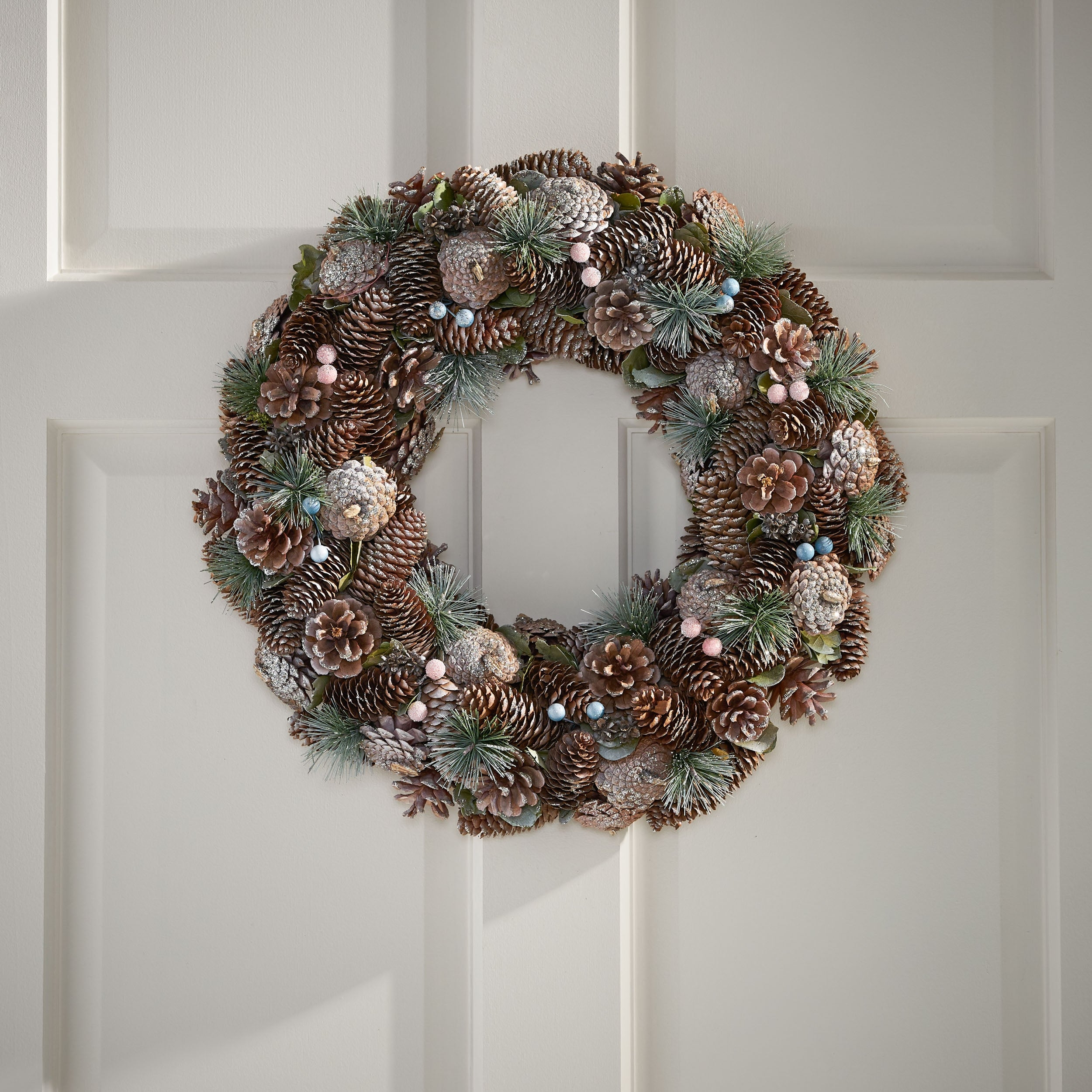 Modern 18 5 Pine Cone And Glitter Artificial Christmas Wreath Natural And White By Christopher Knight Home Overstock 32046997