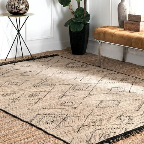 nuLOOM Ivory Casual Contemporary Rustic Indoor/Outdoor Tassel Area Rug