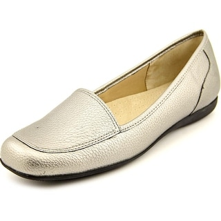 Trotters Fantasy Women N/S Moc Toe Synthetic Silver Loafer