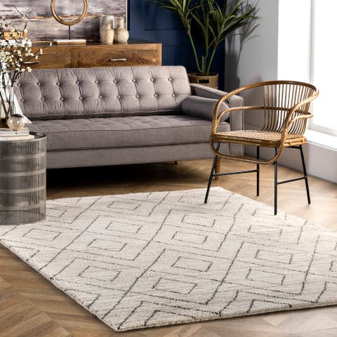 nuLOOM Tia Diamond Hand Knotted Wool Area Rug