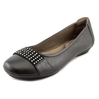 Comfortiva Sallis W Round Toe Leather Flats
