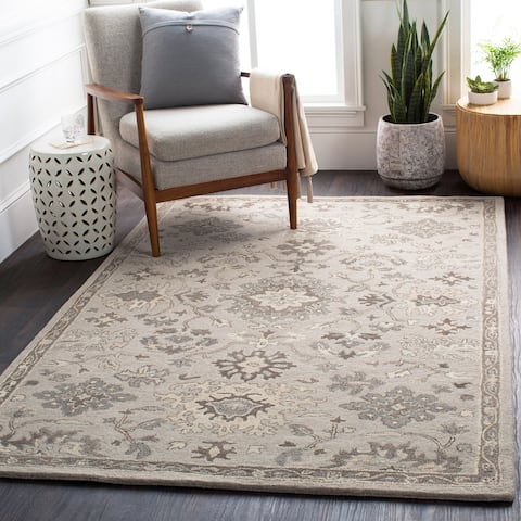 Handmade Gennaro Traditional Wool Area Rug