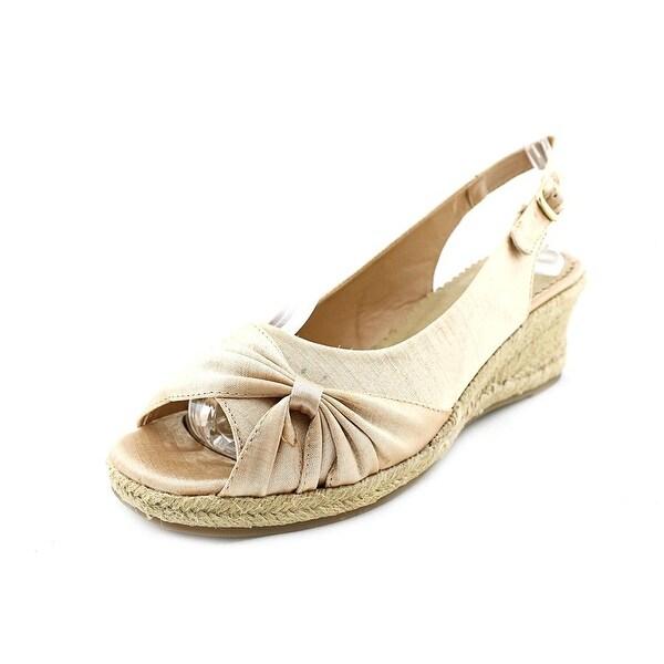 Bella Vita Sangria Too Women Nat Sandals