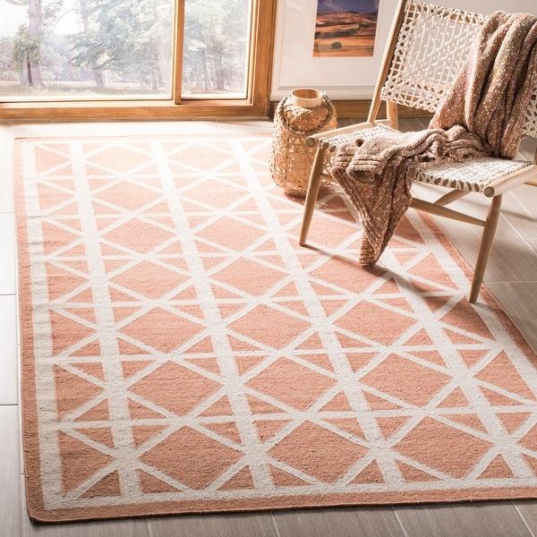 SAFAVIEH Handmade Flatweave Dhurries Daria Modern Moroccan Wool Rug. Opens flyout.