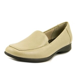 Trotters Jenn Women Square Toe Leather Ivory Loafer