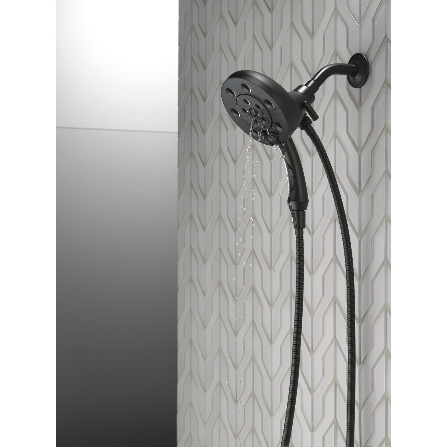 Delta 58472 2 5 Gpm In2ition 2 In 1 Multi Function Shower Head And Hand Shower With H2okinetic And Magnetic Docking Technology