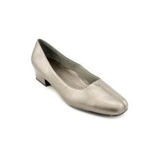 Trotters Doris SS Square Toe Canvas Heels