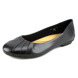 Earth Bellwether Women D Round Toe Leather Black Flats