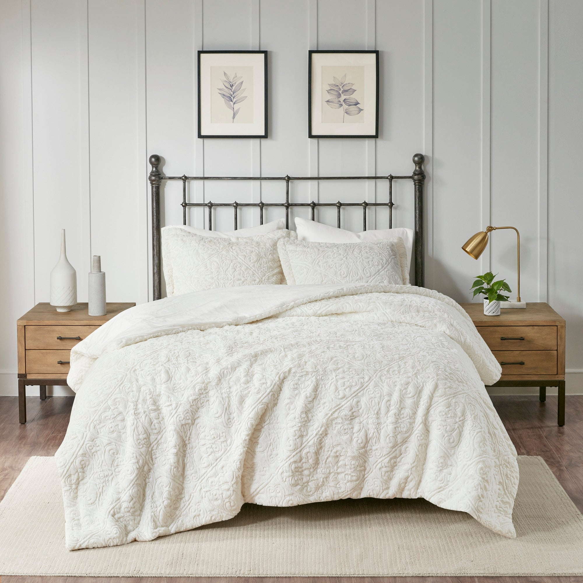 Luxury Grey Ultra Plush Textured Medallion Comforter AND Decorative Shams