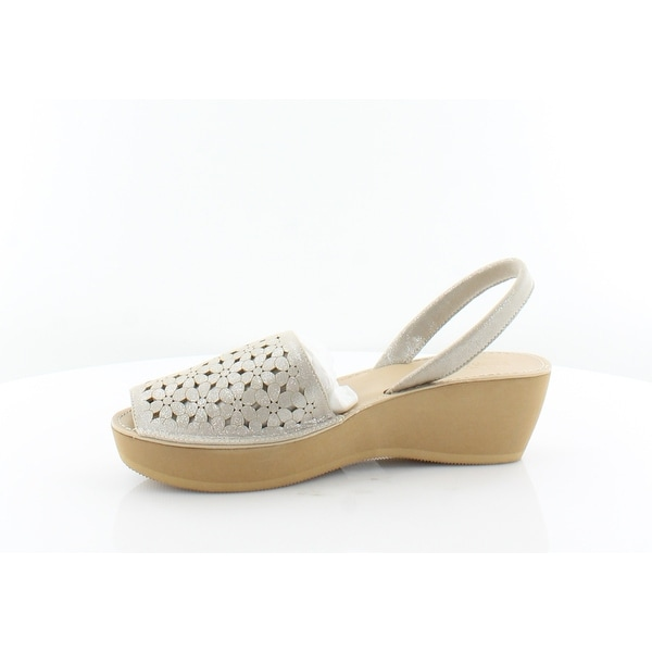 Size 9.0 Champagne Kenneth Cole REACTION Fine Women/'s Sandals /& Flip Flops