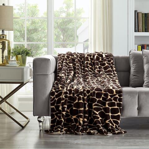 """Darius Giraffe 50""""x60"""" Faux Fur Throw"""