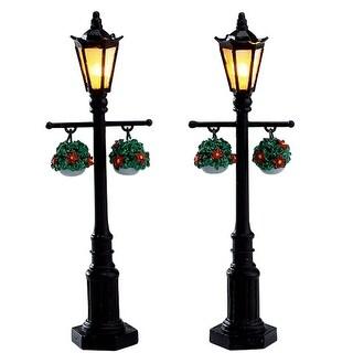 Old English Lamp Post