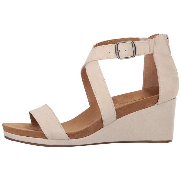 e70cc27857ce Shop Lucky Brand Womens kenadee Suede Open Toe Casual Platform ...