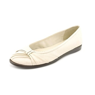 Easy Street Giddy Women Round Toe Synthetic Ivory Flats